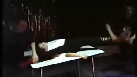 两男一女的柔术训练