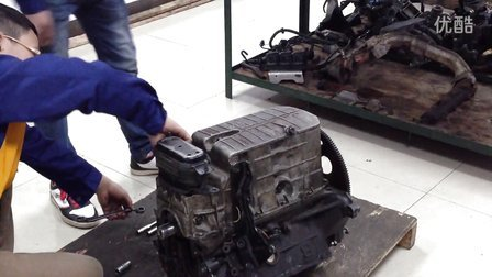 重庆大园汽修学校实训别克V6发动机缸体拆解实训