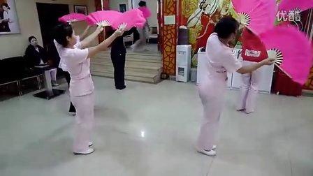 鞍山康泰华按摩女排练舞蹈