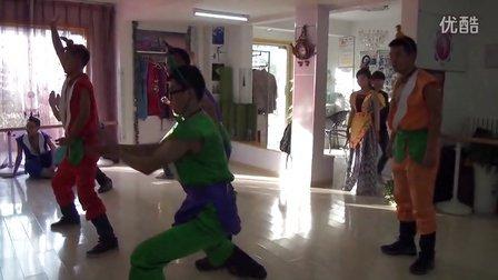 济南适合年会的简单搞笑舞蹈 葫芦娃 适合男生跳的年会舞蹈。