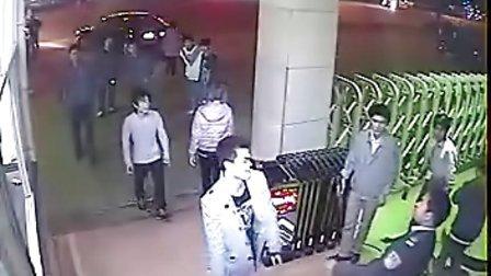 惠州仲恺高新区黑道横行,众歹徒持刀进公司砍人