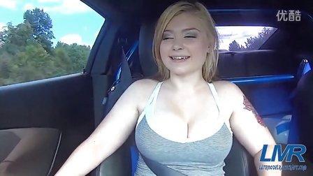 美女坐车表情销魂
