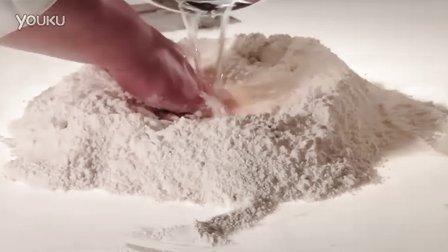 美食店产品5-制作牛角包