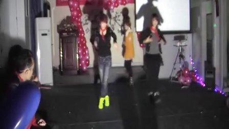 2011琦品快乐圣诞  重庆美容美发学校之最佳培训学校  学校招生电话:18725769918