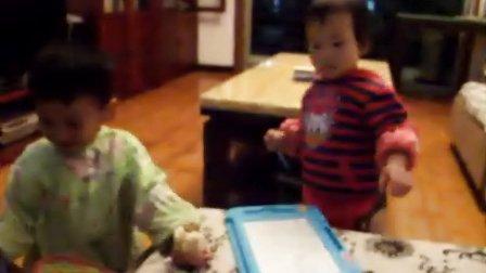 和丁丁妹妹玩