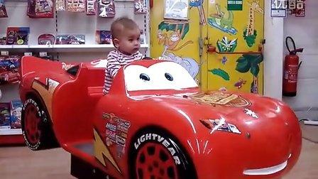 1岁生日开小汽车