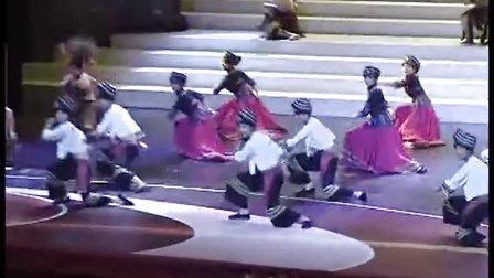 13、来凤土家摆手舞  演出单位:湖北省来凤县文体局、湖北民族学院