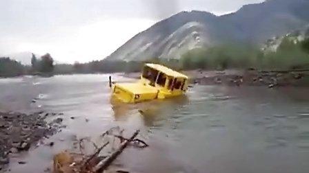 看的咬牙切齿-假死大货车深水中凶猛脱险