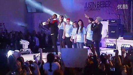 【中文网】Justin Bieber 伦敦点亮圣诞之光 千名粉丝捧场