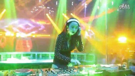 12.4最新美女打碟现场视频-酒吧美女打碟手-女dj最新动感打碟