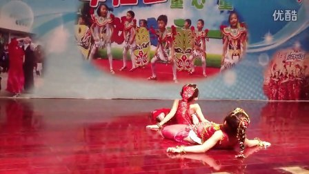 外孙女在社区文化节上表演印度舞—大眼睛