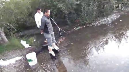 小河抓河蟹