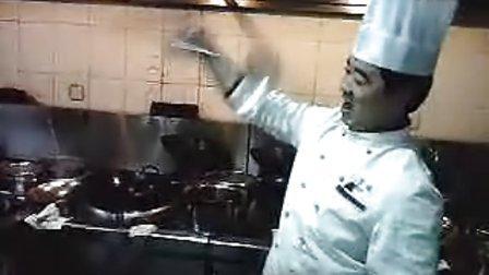 朱圣猴玩勺子