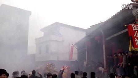 """怀集中洲新年醒狮拜堂之""""鞭炮烧狮子2"""""""
