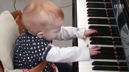 【优酷搞笑】超可爱超萌小北鼻弹神曲钢琴