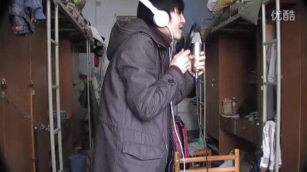 蔡盛 寝室里翻唱陈小春的《 我爱的人》