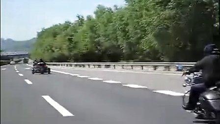 阜新高速公路 惊现庞巴迪女骑士  沙滩车运动网 WWW.ATV.COM.CN
