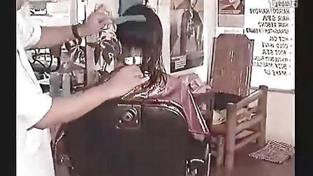 美女剪长发剃板寸