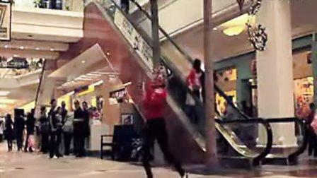 美女购物中心舞蹈 旁人很淡定.吉安侃侃apple