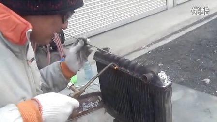 山东沂水学员和河北衡水学员练习汽车水箱维修焊接技术