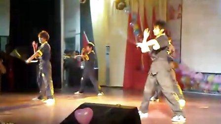 湖南信息科学职业学院武术协会双节棍演出,求各位同行批评