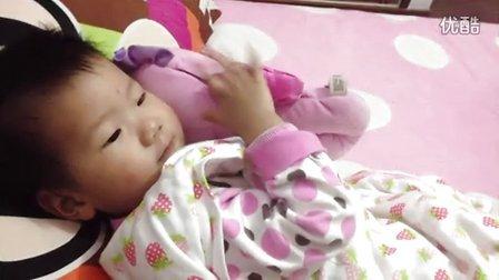 D532可爱小宝宝拍小海马睡觉