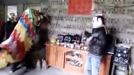 年初二广西河池南丹县平田屯舞狮拜年精彩片段