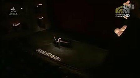 莱奥努齐-斯卡拉歌剧院-她的微笑光芒四射!-游吟诗人