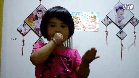 三岁小孩唱《妈妈的吻》,超可爱!超搞笑!