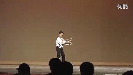 小男孩玩风竹空竹的疯狂状态[久久资源www.99ziyuan.com].flv