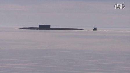 北风之神级核潜艇尤里多尔戈鲁基号紧急上浮艇首跃出水面