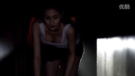 迷魂之密室逃脱:蓝燕露乳沟,怎一个性感了得