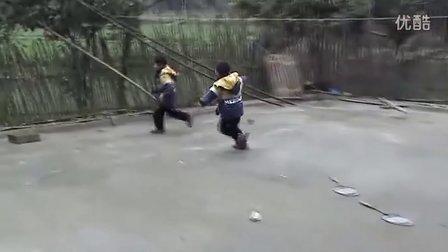 蒋铮蒋嵘杨雅琦20120107家里玩得HIGH