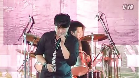 哈尔滨学院抛物线乐队既于昊摇滚演唱会(上)