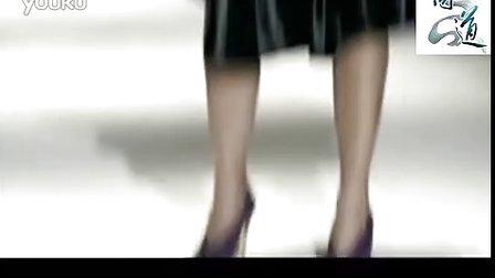 美女模特在T台撒尿的龌龊雷人行为