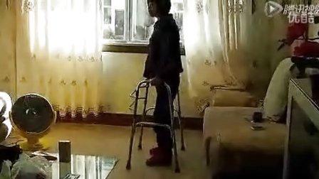 战胜截瘫的美女之【王老师:我自己可以行走了】