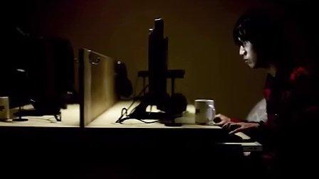猥琐男网吧包厢碰艳遇 揭开性感女郎的背后谜题!有声小说下载[www.52txs.com]提供.