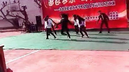 高中生女生模仿EXO咆哮