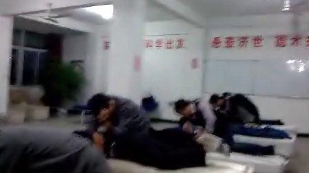腰部按摩治疗手法 广州闽医堂针灸推拿按摩培训学校 (2)