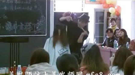 毛大师最新舞台飞剪剪发视频3-1