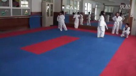 交叉步侧身跑训练-12.7.16跆拳道一队