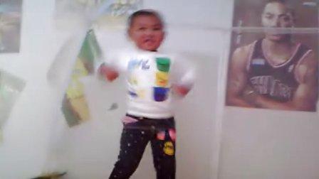 4岁小孩跳《最炫民族风》