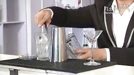 杭州义鑫调酒师培训学校:花式调酒之鸡尾酒的摇和法