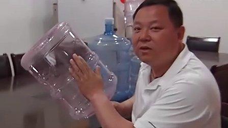 桶装水销量高峰期 如何引用最安全 20120525 首都经济报道