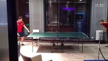 皮克和小法在国家队的兵乓球比赛