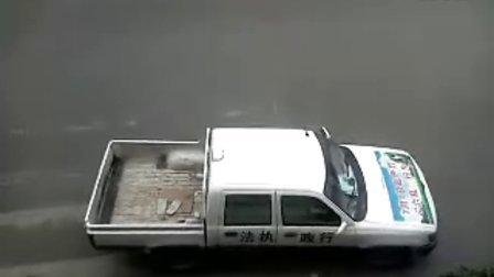 执法车在单行道逆行