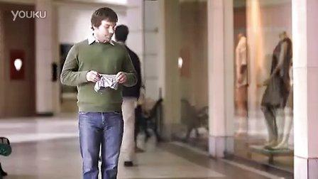 替女朋友拿小手袋的男人太泄气了!Wiserhood电视广告