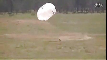 这个跳伞兵真是倒霉透了qhyq00.5d6d.com【谷姐特搞队】