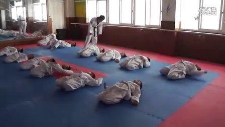 跆拳道压腿训练6-12.7.9中精跆拳道课程