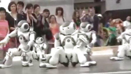 nao机器人助兴法国馆日_馆外表演集体舞[www.boole-tech.com]